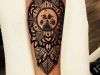 mandala_pfote_tattoo_hund_dog_dotwork_blackwork_arm_leaves_leaf_blatt_blaetter_dots_circle_geometric_el_color_solido_lohmar_ingo_wirths.jpg