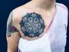 mandala_tattoo_brust_dotwork_dots_breast_blackwork_lines_el_color_solido_lohmar_ingo_wirths.jpg