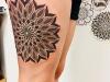 mandala_tattoo_leg_bein_dotwork_dots_blackwork_el_color_solido_lohmar_ingo_wirths.jpg