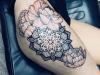 mandala_tattoo_leg_blumen_flowers_bein_pfingstrosen_peony_peonies_sketch_sketchy_grafik_grafic_abstract_abstrakt_blackwork_trash_dotwork_geometric_el_color_solido_lohmar_ingo_wirths.jpg