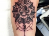 rose_tattoo_leaves_mandala_dotwork_arrow_pfeil_geometric_flower_el_color_solido_lohmar_ingo_wirths.jpg