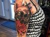 skull_rose_tattoo_arm_schaedel_totenkopf_trash_polka_style_red_black_realistic_el_color_solido_lohmar_ingo_wirths.jpg